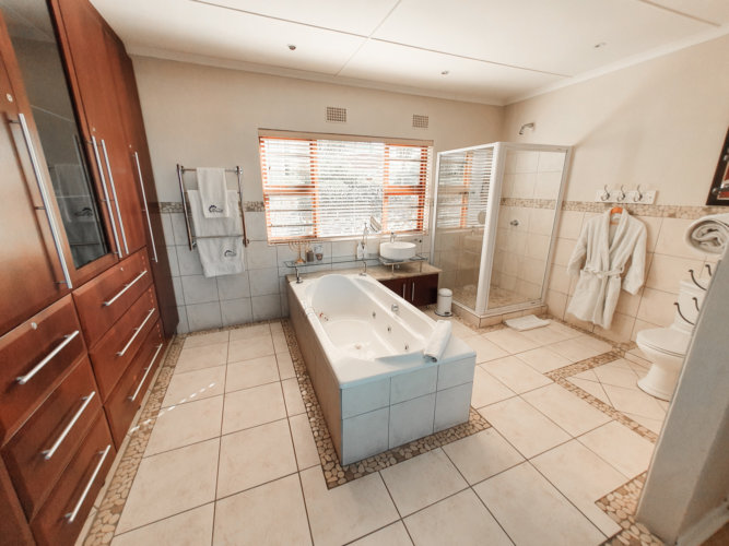 blue-view-beacon-bay-luxury-room